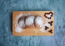 No amor com cookies Imagens de Stock Royalty Free