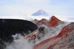 No auge de um vulcão fotografia de stock royalty free