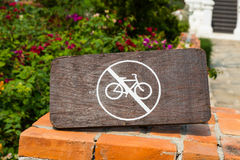 No bicycle sign on wood Royalty Free Stock Photos
