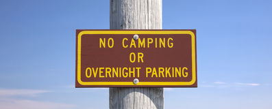 No camping or overnight parking sign Royalty Free Stock Photos