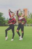 No campo de jogos da escola conceda em duas meninas bonitas Fotos de Stock Royalty Free