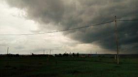 No campo na frente da chuva pesada Foto de Stock Royalty Free