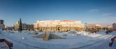 No centro da cidade de Chelyabinsk no tempo de inverno Opinião do panorama da cidade de Chelyabinsk no tempo de inverno fotos de stock