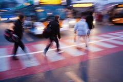 No cruzamento pedestre Fotografia de Stock Royalty Free