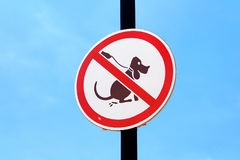 No dog poop sign over blue sky Stock Photo