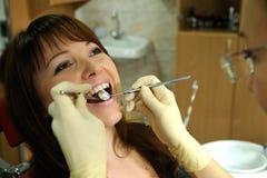 No escritório dental Imagens de Stock