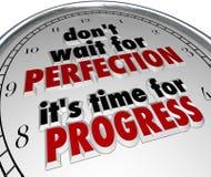 No espere el mensaje del reloj del progreso del tiempo de la perfección Imagen de archivo