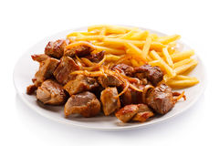 No espeto, batatas fritas e vegetais Fotografia de Stock Royalty Free
