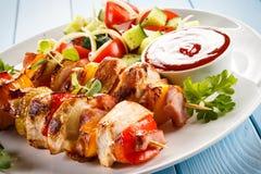 No espeto - carne e vegetais grelhados Fotos de Stock