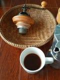 No fabricante superior do café e de café na manhã Imagem de Stock Royalty Free