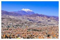 No fundo, illimani de Cerro imagens de stock royalty free
