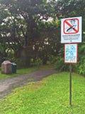 'no karmi małpy' znak Zdjęcia Royalty Free