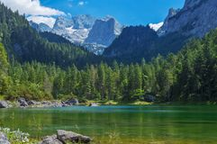 No lado do lago Gosausee Gosau em Upper Austria Fotografia de Stock Royalty Free