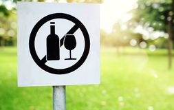 No littering sign in public park photo Stock Photography