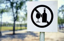 No littering sign in public park photo Royalty Free Stock Photos