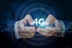 No móbil de um homem de negócios 4g Imagens de Stock Royalty Free