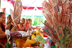 No norte de Tailândia muitos povos e aldeão perto dos phrae do pa do kad do wat (templo no penhasco) Fotos de Stock