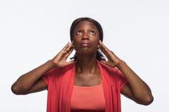 No oiga a ninguna mujer afroamericana malvada, joven - horizontal Imagen de archivo