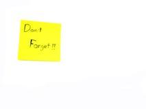No olvide en nota de post-it Imágenes de archivo libres de regalías