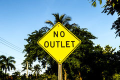 No outlet sign in yellow Royalty Free Stock Photos