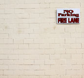 No parking fire lane sign wall Royalty Free Stock Photography