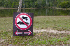 No parking sign on nature background Royalty Free Stock Photos