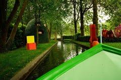 No passeio do barco do jardim da noite imagem de stock royalty free