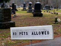 No Pets Allowed in Cemetery Sign Royalty Free Stock Images