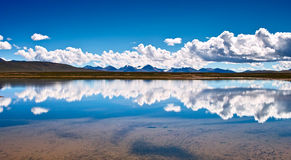 Lago do platô tibetano Fotografia de Stock Royalty Free