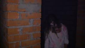 No porão são os zombis assustadores video estoque