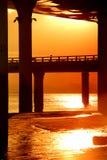No por do sol sob o viaduto Imagem de Stock Royalty Free