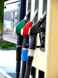 No posto de gasolina fotos de stock