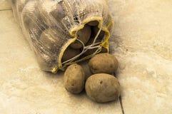 no saco de batatas, um saco de batatas, batatas, imagens, Imagem de Stock Royalty Free