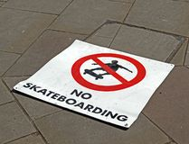 NO SKATEBOARDING stock images