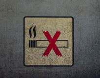 No smoking sign on the dirty metal wall Royalty Free Stock Images