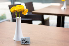 No smoking sign. At the restaurant table Royalty Free Stock Images
