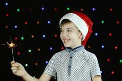 No tampão de Santa Claus, um rapaz pequeno Fotografia de Stock Royalty Free