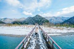 No tienda un puente sobre en Kayabuki a ningún Sato en Miyama Imagen de archivo