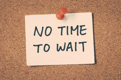 No time to wait. Note pin on the bulletin board Stock Images
