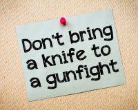 No traiga un cuchillo a un tiroteo imagen de archivo libre de regalías
