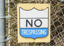 No trespassing sign on chainlink Royalty Free Stock Photography