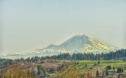 No una nube en el cielo, sino una montaña realmente grande Foto de archivo libre de regalías