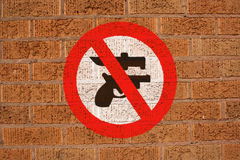 No weapons sign on wall Royalty Free Stock Photos