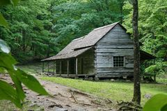 A log cabin in the Great Smoky Mountain National Park in Tennessee USA.  Noah `Bud` Ogle cabin built circa 1890. stock photos