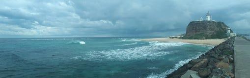Nobby& x27 ; Australie de Newcastle de plage et de promontoire de s Images stock