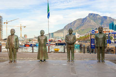 Nobel fyrkant på strand i Cape Town med de fyra statyerna royaltyfri fotografi