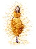 Noble würdevolle glänzende Frau im modischen modernen gelben frühlingshaften Kleid Stockbilder