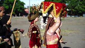 Noblesse femenino y su criado en Yogyakarta
