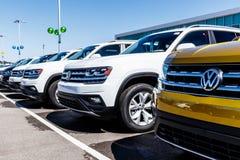 Noblesville - около март 2018: Автомобили Фольксвагена и дилерские полномочия SUV VW среди производителей автомобилей ` s мира са Стоковое фото RF