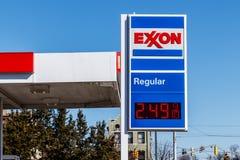 Noblesville -大约2018年3月:埃克森零售气体地点 ExxonMobil是世界` s Largest Oil Gas Company II 图库摄影